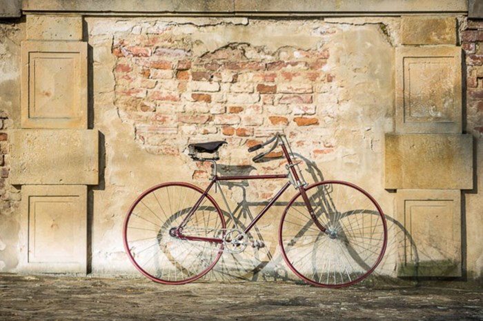 Vývoj závodních kol. Závodní Hard tire safety bicycle.